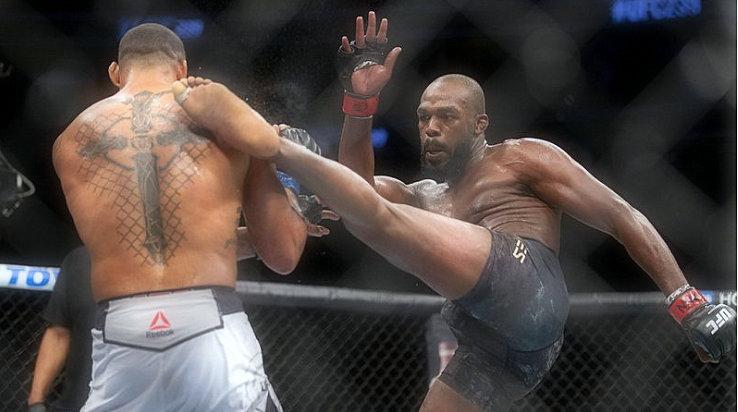 UFC 239-Jon-Jones-defeats-Thiago-Santos-Nunes-stops-Holm
