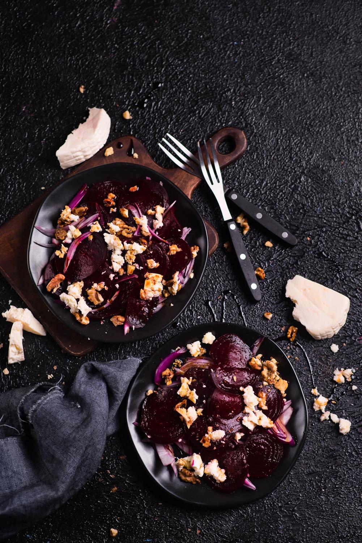 Sałatka z pieczonym burakiem i kozim serem