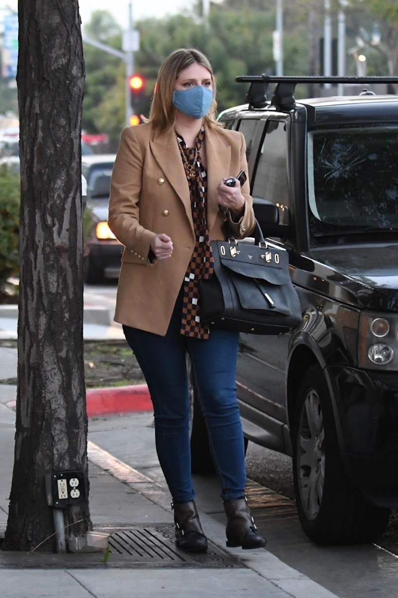 Mischa Barton Clicked Outside for Dinner at Il Pastaio Restaurant in Beverly Hills 19 Nov-2020