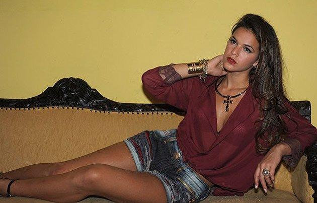 ff295076a fonte http   br.omg.yahoo.com fotos bruna-marquezine-posa-de -shortinho-para-marca-de -jeans-slideshow bruna-marquezine-photo-493387968.html