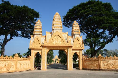 Cổng chùa Xiêm Cán ở Bạc Liêu