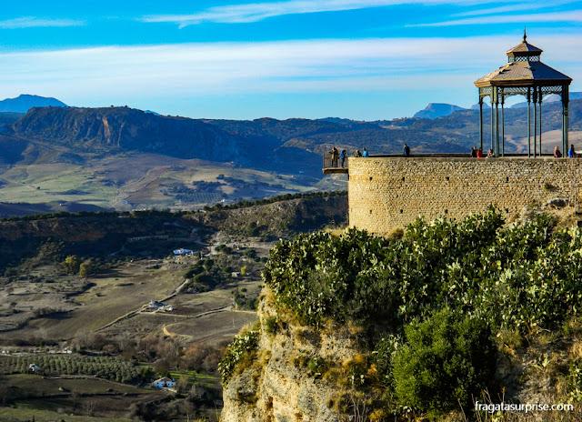 Mirante sobre o desfiladeiro de Ronda, na Andaluzia