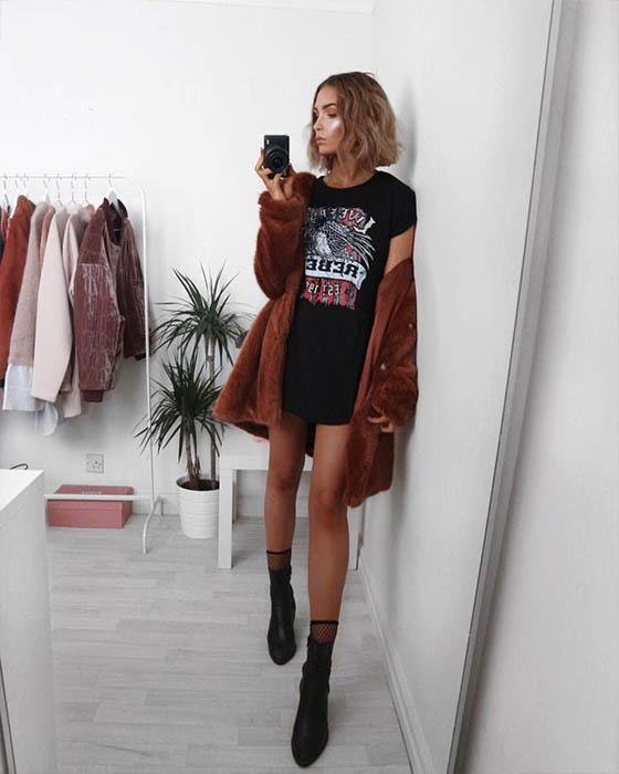 outfit casual minimalista con sock boots negras y malla