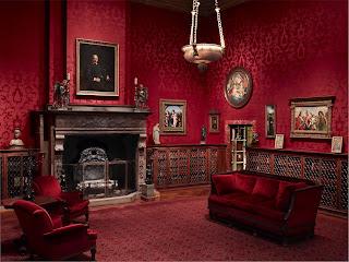 Красные обои диван