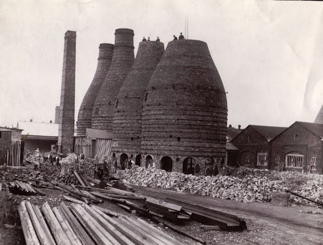 Bottle oven construction at Twyfords Etruria 1920s