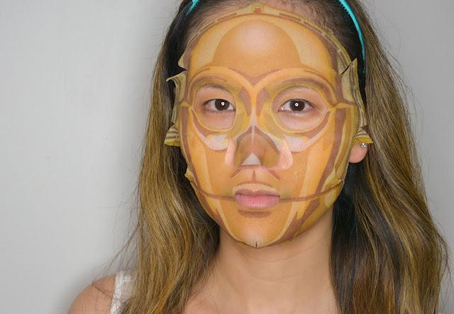C3PO Star Wars Sheet Mask Selfie