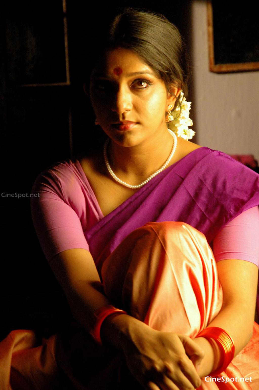 Aparna Nair hot In Saree - Hot Actress