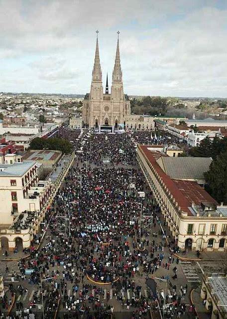 Missa pela vida no santuário da padroeira da Argentina, Nossa Senhora de Luján.