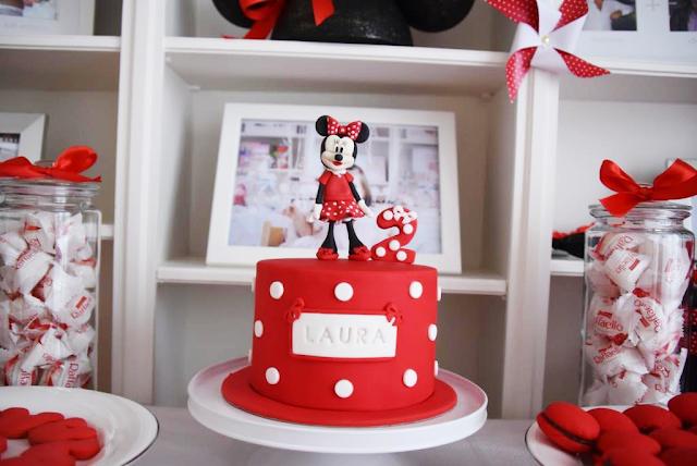 Gâteau rouge à pois blanc thème Minnie