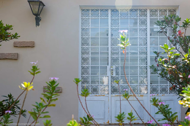 Casa na Rua Olavo Bilac - tetalhe da porta de entrada com grade