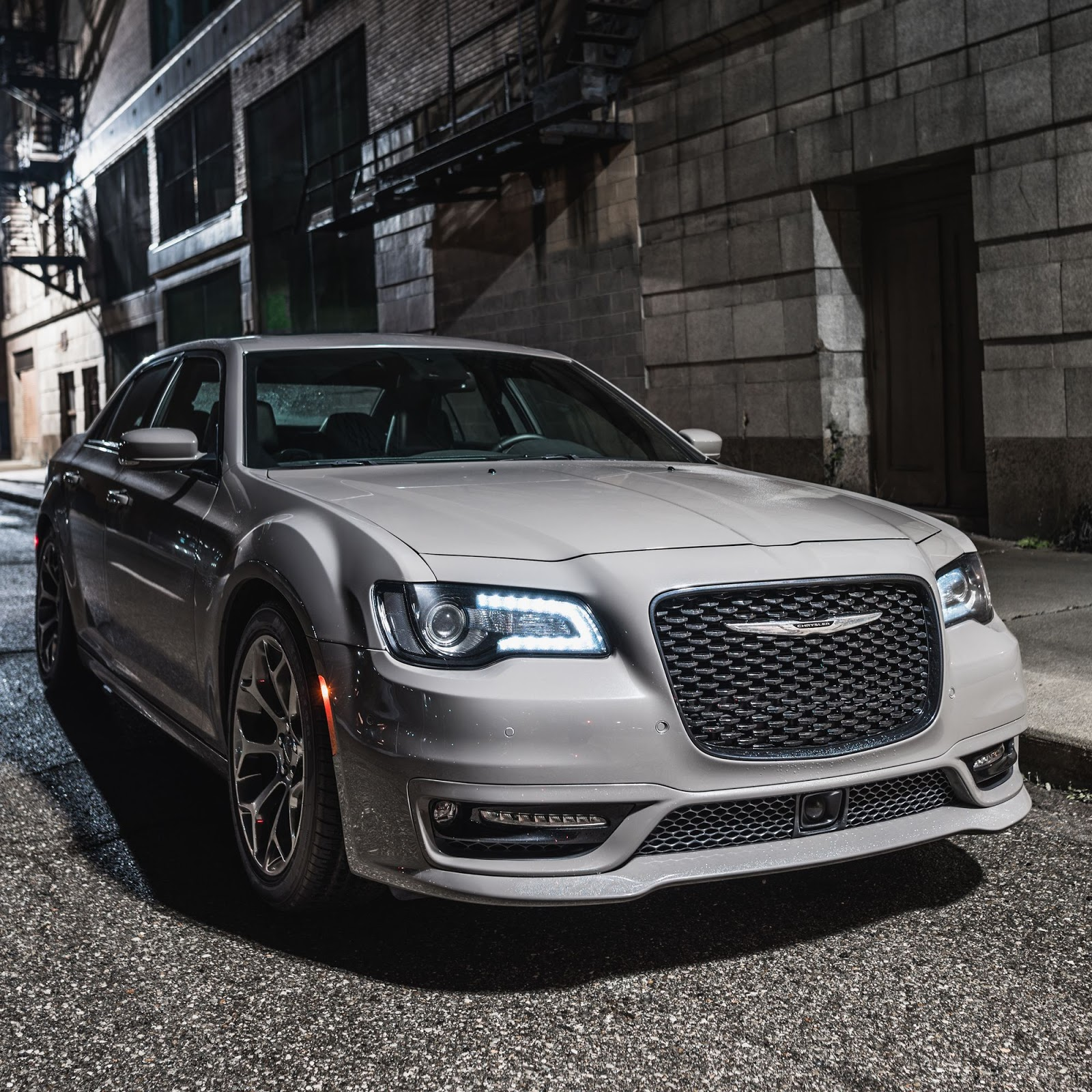 2018 chrysler 300 srt. simple 2018 photo gallery inside 2018 chrysler 300 srt