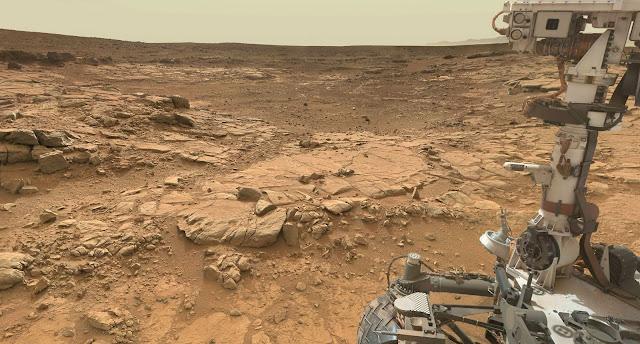 Fotos da sonda Curiosity em Marte, tiradas por ela mesma