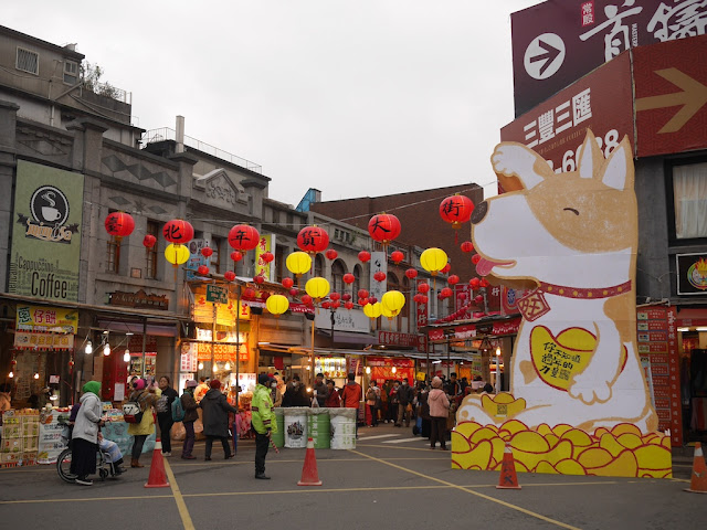 One of the main entrances to the Taipei Lunar New Year Festival on Dihua Street