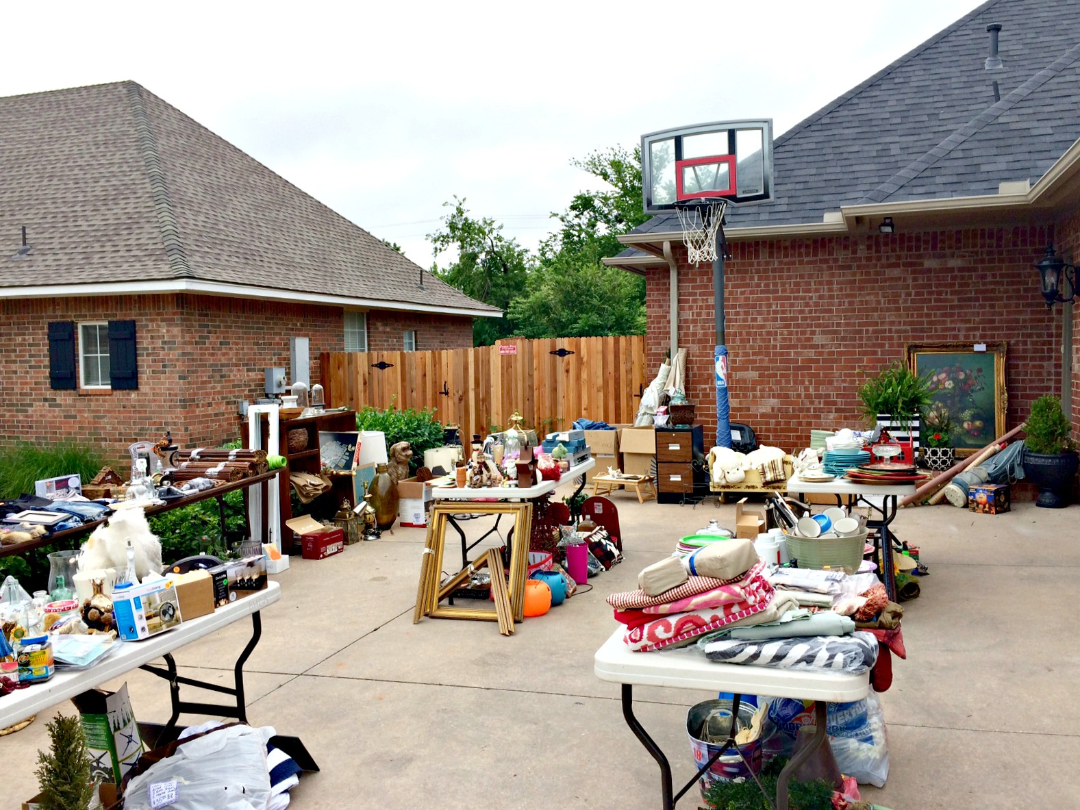 HOW TO HAVE A GREAT GARAGE SALE: TIPS AND TRICKS FOR A