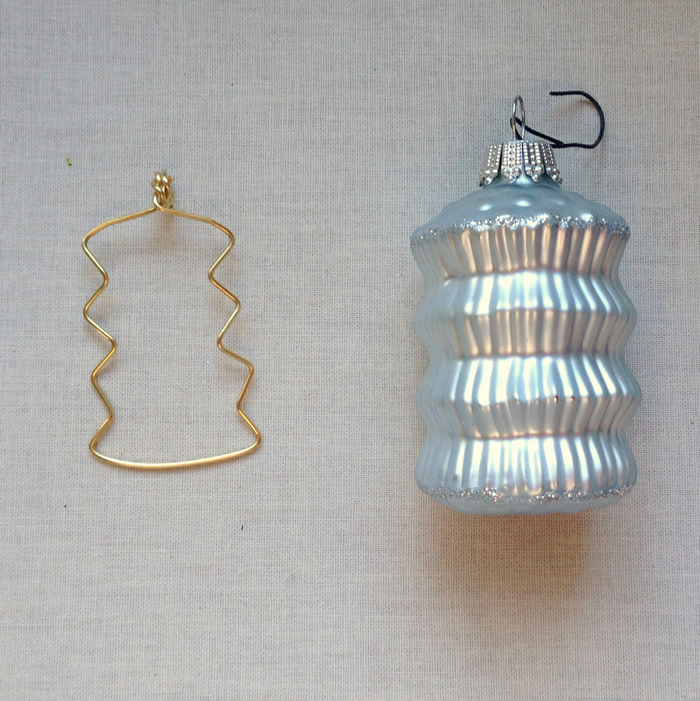 Make wire and bead Christmas ornaments with this easy DIY - fill in with beads.  From Lisa Yang's Jewelry Blog