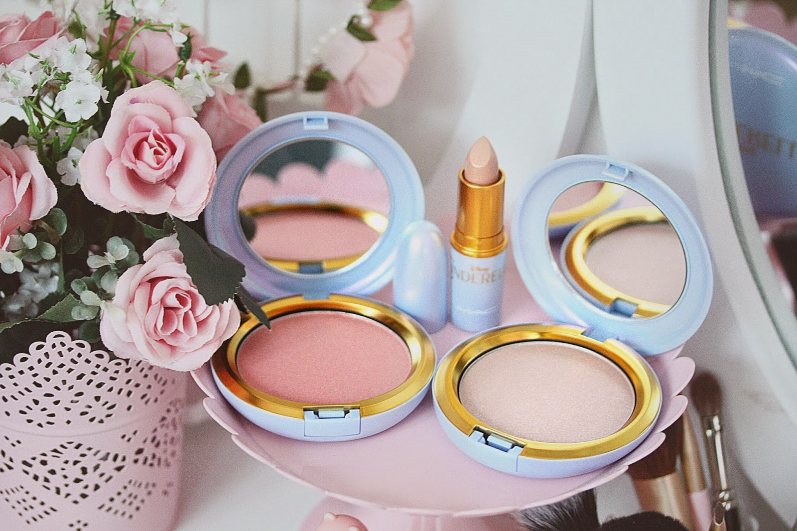 http://www.rosemademoiselle.com/2015/03/mac-la-collection-cendrillon.html