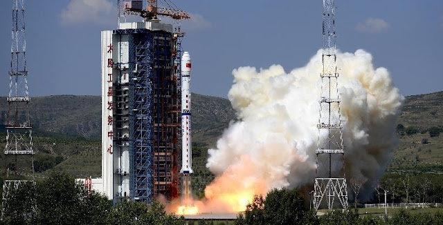 A Long March-4C rocket carrying the Yaogan-27 remote sensing satellite blasts off from the launch pad at the Taiyuan Satellite Launch Center in Taiyuan, capital of north China's Shanxi Province, Aug. 27, 2015. Credit: Xinhua/Yan Yan