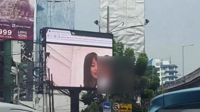 Jadi Ini Pelaku Pemutar Film Seronok di Videotron Jakarta Hari Ini...