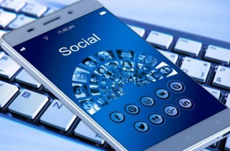 Pentingnya strategi pemasaran online melalui media internet, salah satunya melalui pemanfaatan media sosial sebagai tempat promosi