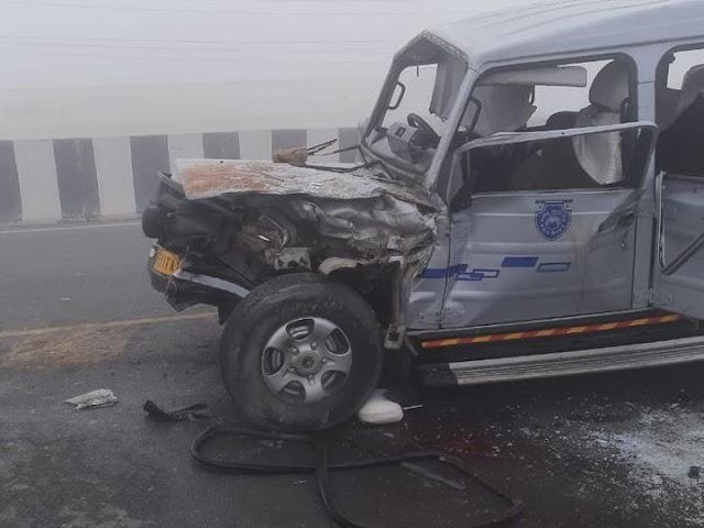 श्रीगंगानगर में कोहरे का कहर:ट्रक ने अचानक स्पीड कम की तो पीछे आ रही गाड़ी ने मारी टक्कर, 1 की मौत; 13 घायल