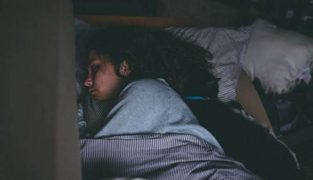 Ternyata, Kebanyakan Orang Susah Tidur itu Karena Tak Punya Uang