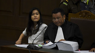 Jessica Kumolo Wongso membunuh kopi sianida