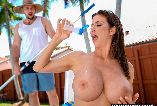 MomIsHorny – Alexis Fawx Squirts On Pool Guy (04.05.2019)