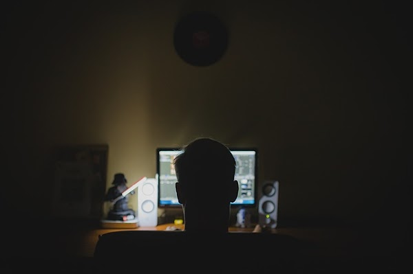 """Internet, anonimato e irresponsabilidad"" por Zygmunt Bauman"