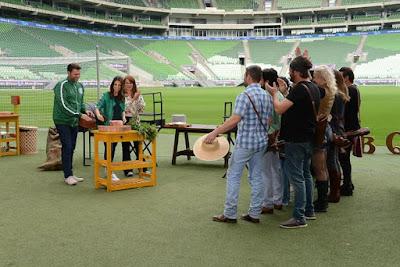 Participantes com jurados e apresentadora (Foto: João Raposo/SBT)