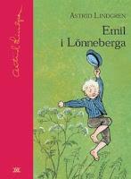 Omslagsbild till Emil i Lönneberga. Emil springer fram över en äng och håller sin mössa högt i luften.
