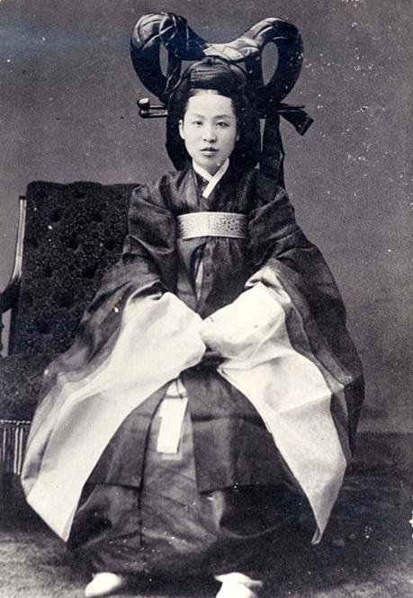 จักรพรรดินีมยองซอง (Empress Myeongseong: 명성황후)