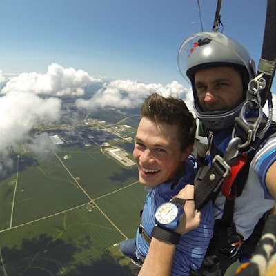 Brandon Keilen skydiving