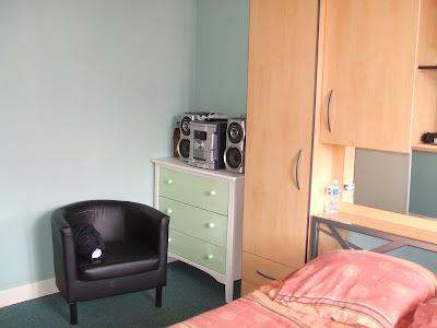 bricotransferts de pascale transformer une commode en meuble t l. Black Bedroom Furniture Sets. Home Design Ideas