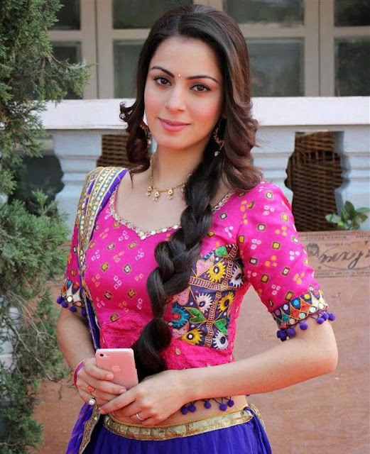 Shraddha Arya Profile  Biodata and Biography Family Photos