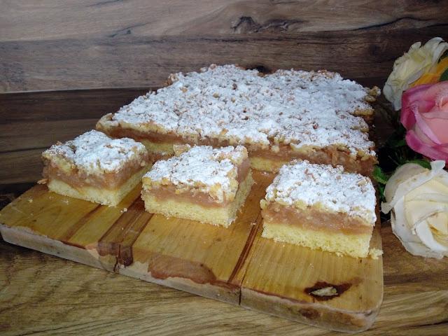 jablecznik krucha szarlotka szarlotka na kruchym ciescie szarlotka z kruszonka jablecznik z kruszonka ciasto z jablkami