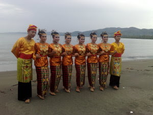 Indonesian Culture: Lulo dance is a dance typical tribal society Tolaki