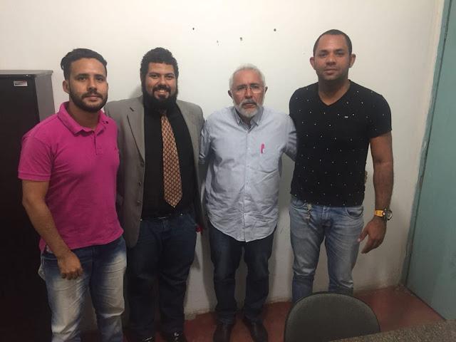 Prefeito Padre Eraldo discute lançamento de ações voltadas à juventude de Delmiro Gouveia