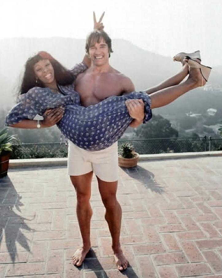 Young Arnold Schwarzenegger with Donna Summer in her arms in 1977