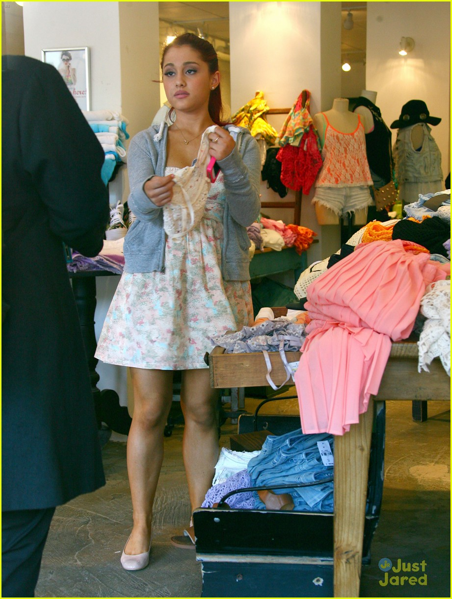 The Ariana Daily  Ariana Grande Out for Shopping with brother Frankie a6ac5fd7e2d7c