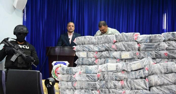 Decomisan 759 paquetes de cocaína y apresan a siete personas