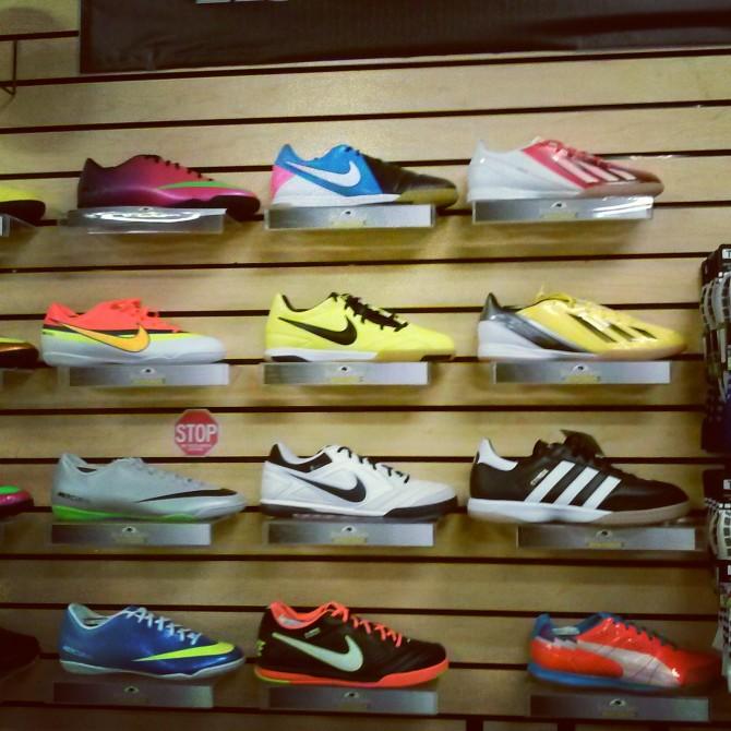 Kiat Memilih Sepatu Futsal