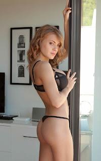 Wild lesbian - Sexy Naked Girl Viola Bailey - 1