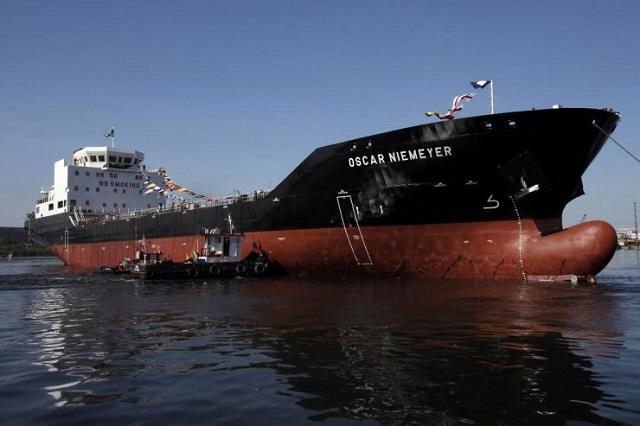 Lançamento ao mar do navio Oscar Niemeyer, primeiro gaseiro construído pela indústria naval do Rio de Janeiro em 2013/. Foto:, Agência Petrobras
