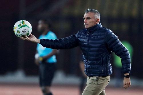 كارتيرون مدرب الزمالك: استئناف الدوري سيقتل الكرة المصرية