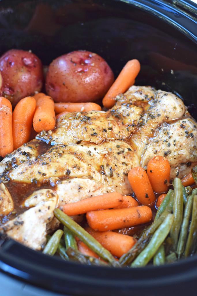 SLOW COOKER HONEY GARLIC CHICKEN AND VEGETABLES RECIPE