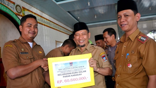 RT dan RW Se-Kecamatan Padang Timur Terima Dana Operasional