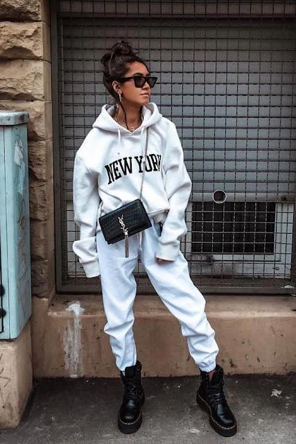 outfit con hoodie y botas negras