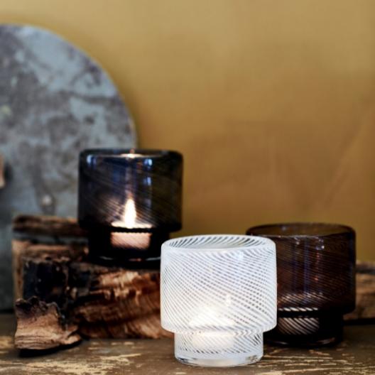 Ljusstake i glas från Olsson & Jensen hos Longcoast Living.