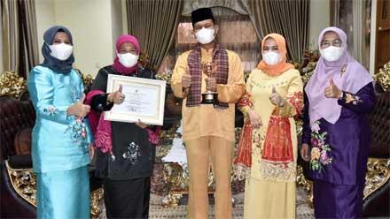Pemko Pariaman Raih Penghargaan Anugerah Parahita Ekapraya