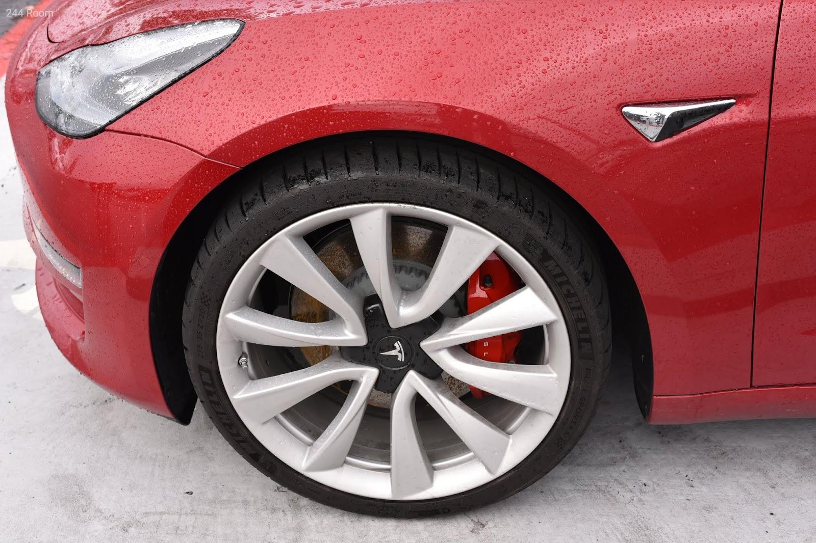 Tesla model 3 tire